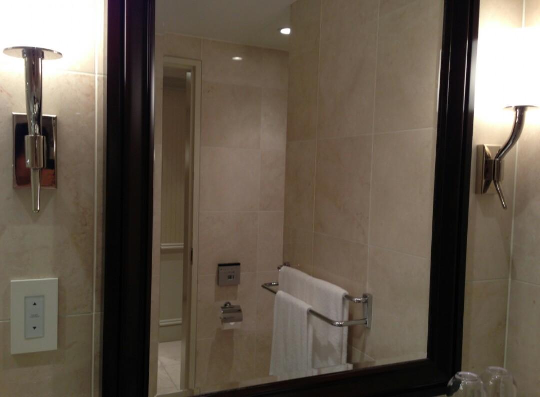 狭い部屋を広く見せる方法 <鏡>