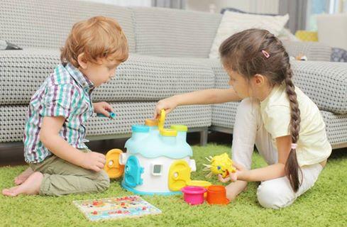 子育て真っ最中のご家庭にポップなプレイゾーンをリビングに作ってみましょう