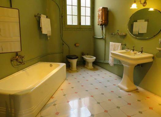 メイクをする場所はお部屋のどこですか? 洗面所は要注意!