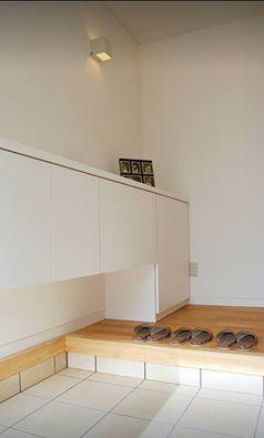 鏡のある玄関は広く感じて明るい