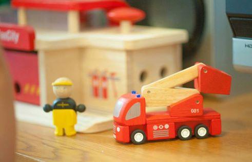 消防車の「赤」  本当は「朱赤」です。なんで?